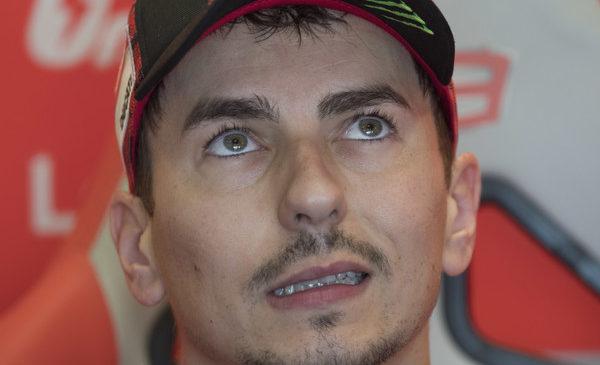 Lorenzo vprašljiv tudi za nedeljsko dirko