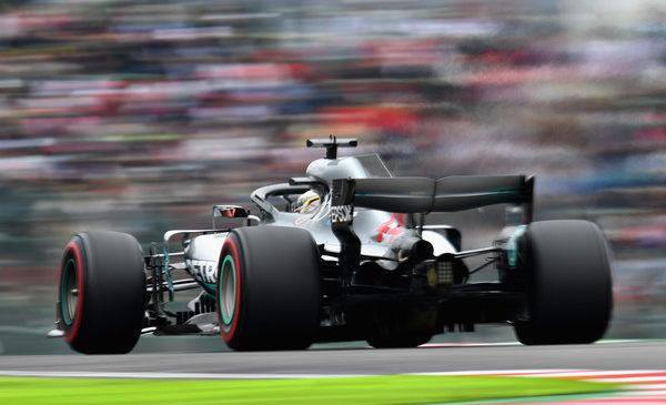 Mercedesa tudi na drugem treningu na vrhu