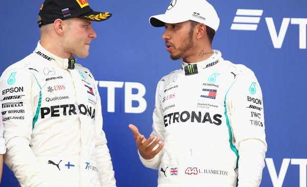 Bottas: Nočem, da mi Hamilton podari zmago