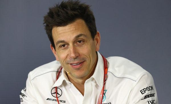 Mercedes: Ferrari je favorit za zmago