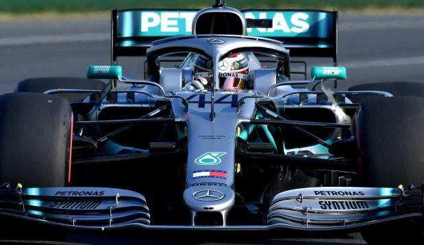 Pri Mercedesu odkrili poškodbe na dnu Hamiltonovega dirkalnika