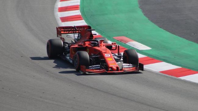 Vettel zadnji dan tik pred Hamiltonom