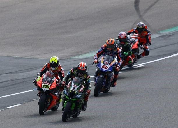 WSBK: Jonathan Rea opozarja, da bi tudi drugi proizvajalci lahko sledili Ducatiju in pripravili specializiran cestni motocikel
