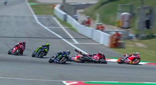 """VIDEO: Lorenzo v Barceloni iz dirke """"zbil"""" še Rossija, Doviziosa ter Vinalesa"""