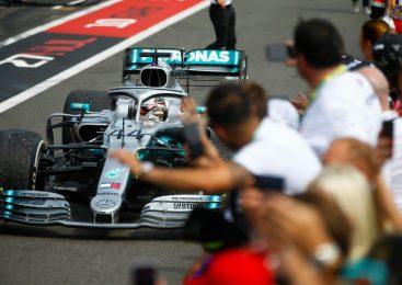 Hamilton: Za dolgočasne dirke so krivi tisti, ki pišejo pravila