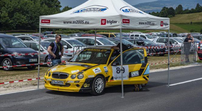 Trček na domači dirki v Lučinah z obnovljenim dirkalnikom