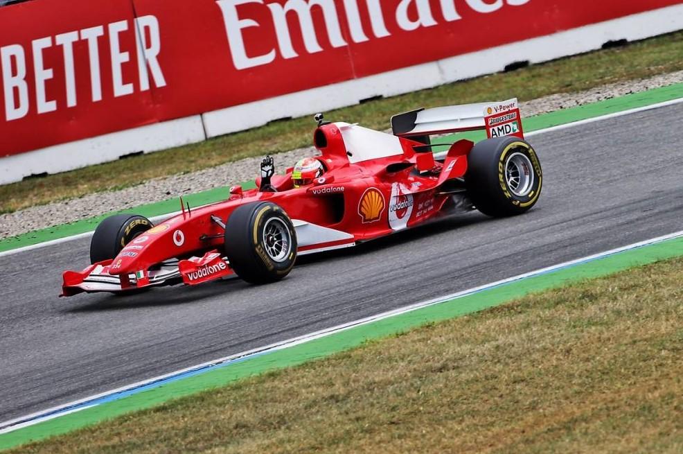 Mick Schumacher za volanom Ferrarija F2004