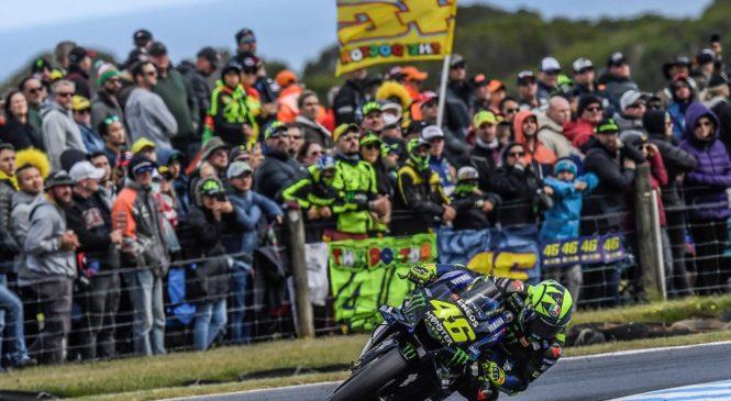 Rossi svojo rekordno 400. dirko obeležil z vodstvom na dirki