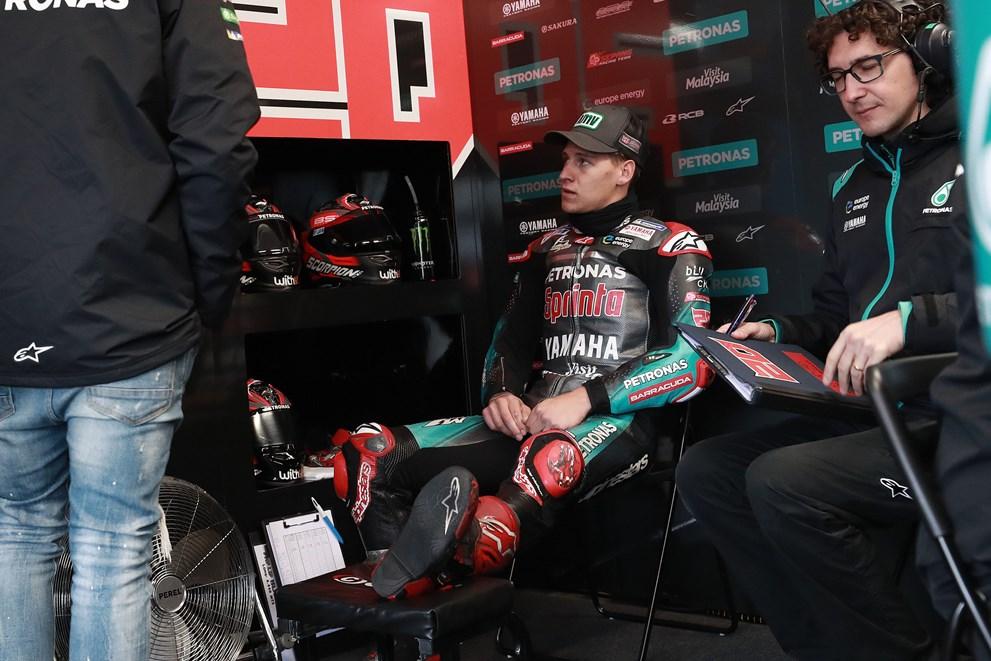 Fabio Quartararo v garaži petronas srt yamaha motogp 2019