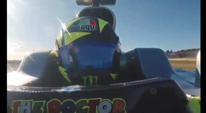 VIDEO: Rossi za volanom Mercedesovega dirkalnika F1