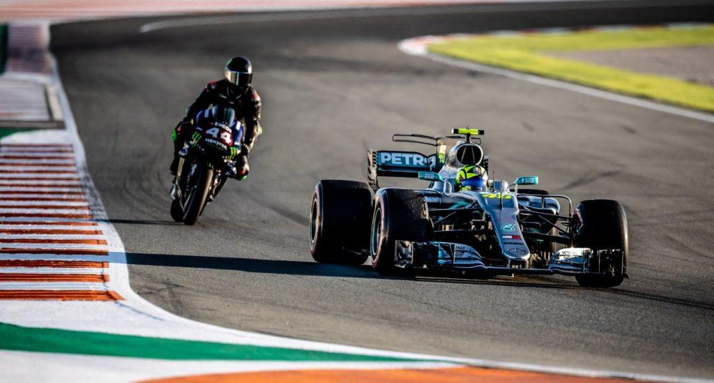 Lewis Hamilton na MotoGP Valentino Rossi v F1