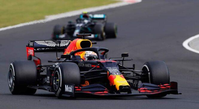 Verstappen v Silverstonu prelisičil Mercedes in zmagal