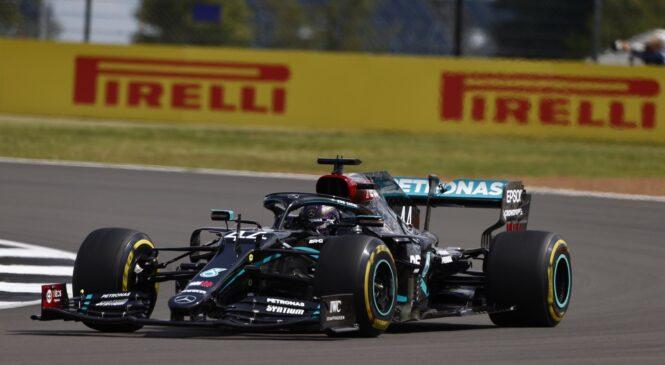 Hamilton dirko v Silverstonu dobil po treh kolesih
