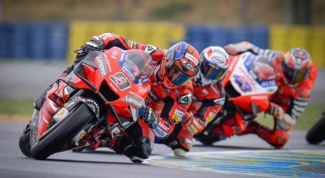 Boj za naslov svetovnega prvaka MotoGP ostaja izenačen