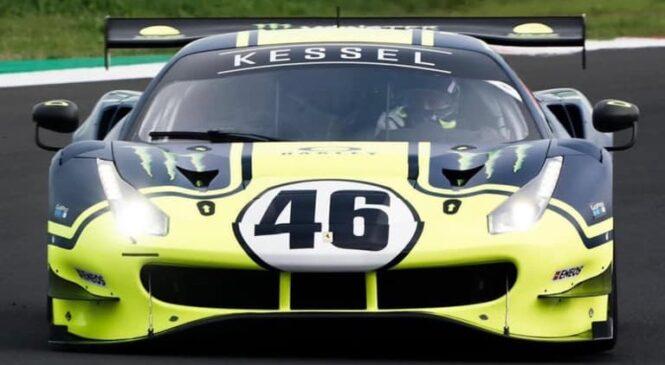 Rossi v Misanu nabiral kilometre za volanom Ferrarija