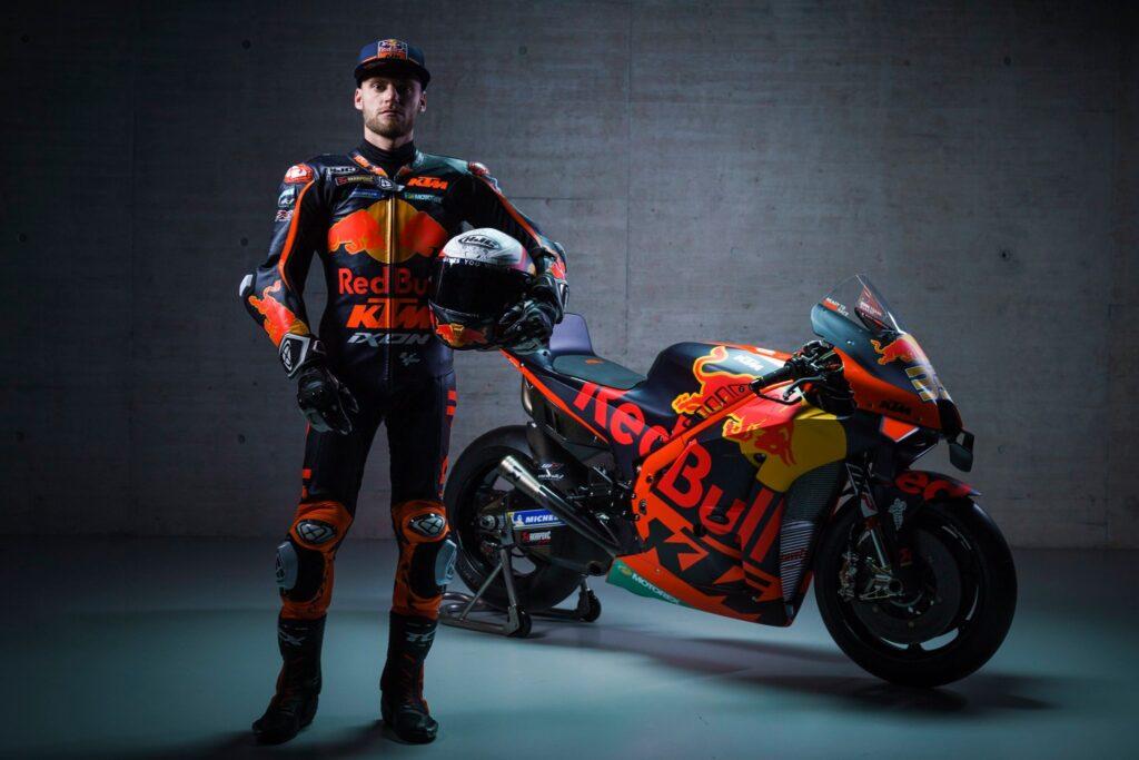 Brad Binder je moštvu KTM v sezoni 2020 privozil prvo zmago v razredu MotoGP, letos pa verjame, da se lahko borijo za naslov.
