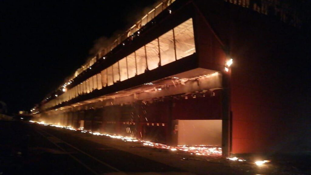 Goreča stavba dirkališča Termas de Rio Hondo
