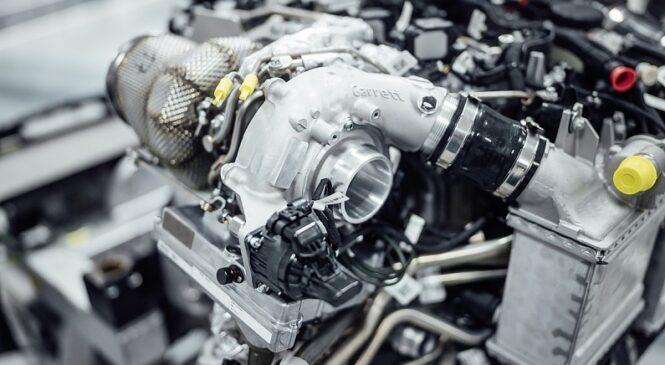 Mercedes poroča o težavah z letošnjim motorjem