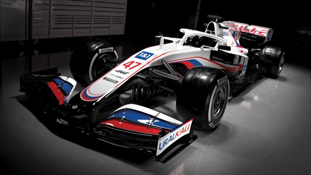 Ameriško moštvo Haas je presenetilo s poslikavo dirkalnika v duhu ruske trobojnice.