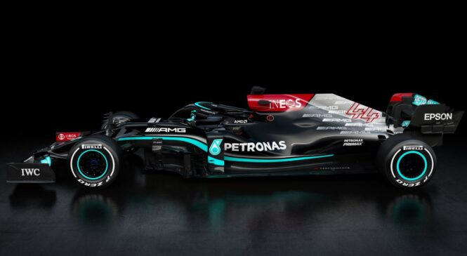 Mercedes predstavil dirkalnik W12 – branilca naslova prvakov