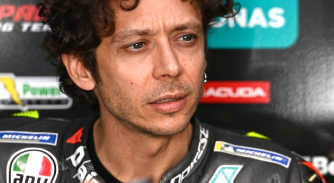 Rossi v enem tednu s 4. na 21. mesto