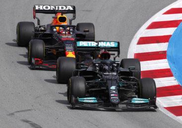 Red Bull: Mercedesov dirkalnik ima več kot eno zadnje krilce