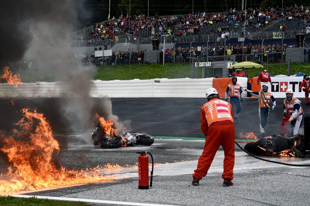 Po trku sta se motocikla Lorenza Savadorija in Danija Pedrose vnela, dirka pa je bila prekinjena.