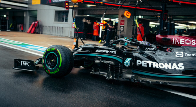 Formula 1, VN Rusije: Hamiltonu dramatičen zaključek dirke, Verstappen z 20. mesta do drugega