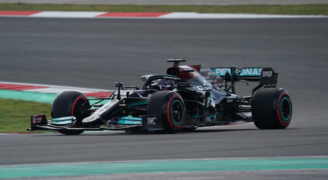 Hamilton z novim rekordom kroga najhitrejši na 1. treningu v Turčiji