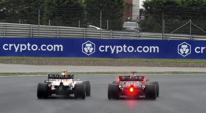 Ste videli to!? Izjemna obramba Sergia Pereza proti Lewisu Hamiltonu na VN Turčije!