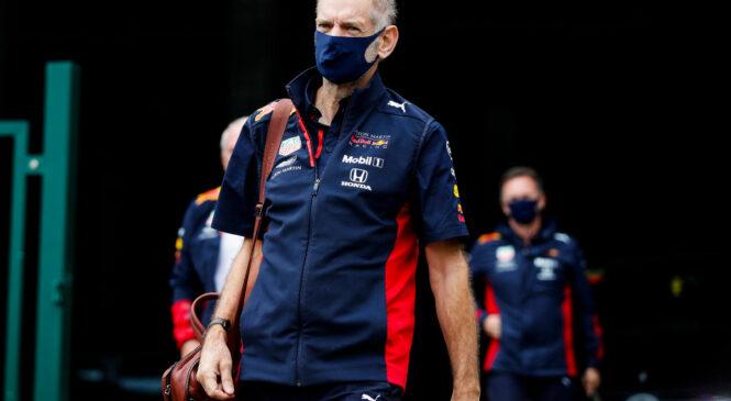 Newey po hudi nesreči s kolesom že rešuje Red Bullove težave z nastavitvami