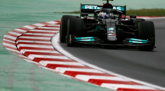 Bottasu zmaga na mokri stezi Turčije pred Verstappnom, Hamilton šele peti